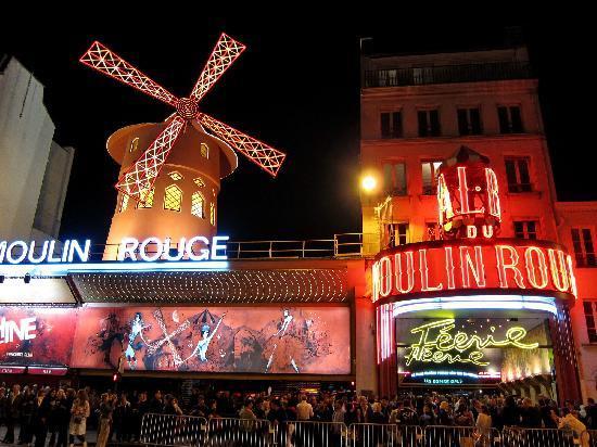 Moulin Rouge in der Nacht
