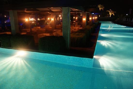 โรงแรม ริกซอส พรีเมียม เบเลค: Pool Bar