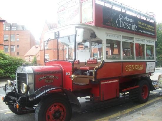 Premier Inn Chester Central (South East) Hotel: The Lovely Tour Bus
