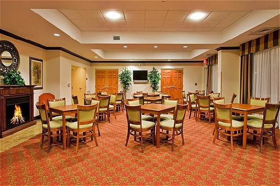 Holiday Inn Express Suites Ocala - Silver Springs: Free Hot Breakfast