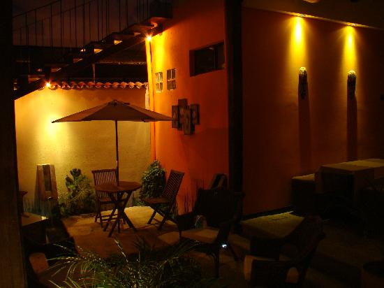 Hotel Casa Bella: Garden