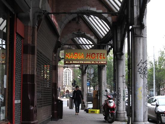 Hotel Nadia: Out in the street, 3 minutes from Dam Square