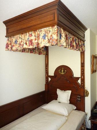 โรงแรมคิงส์ เฟิร์สท์ คลาส: Il letto a baldacchino (di una stanza singola)