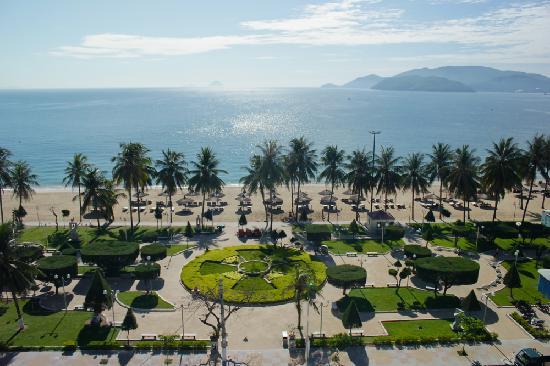 โรงแรมโนโวเทลญาจาง: View from the balcony of the beach