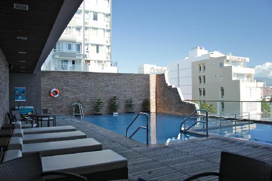 โรงแรมโนโวเทลญาจาง: Pool on the third floor