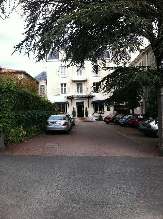 Royat, France: The front of the hotel