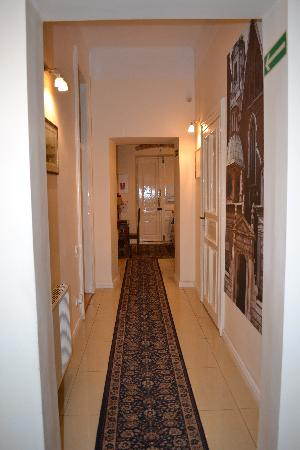 Cracowdays Apartments: Hallway leading to or room; common PC is here