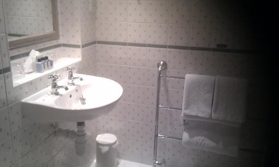 Macdonald Old England Hotel & Spa: Bathroom