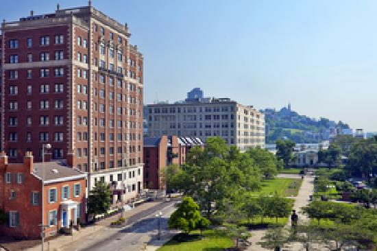 Residence Inn Cincinnati Downtown/The Phelps: Overlooking Lytle Park