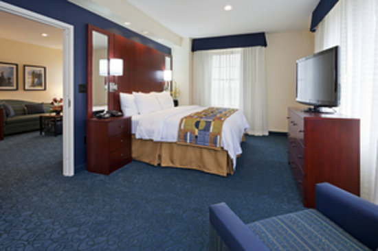 Residence Inn by Marriott Cincinnati Downtown/The Phelps: One Bedroom Suite Bedroom