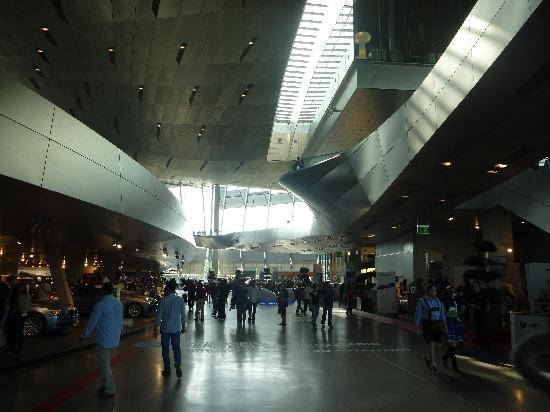 พิพิธภัณฑ์บีเอ็มดับเบิลยู: Altro scorcio dell'interno