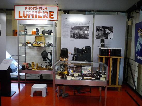 Swiss Camera Museum: camera display
