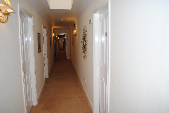 Killarney Royal: Hallway outside our room so clean