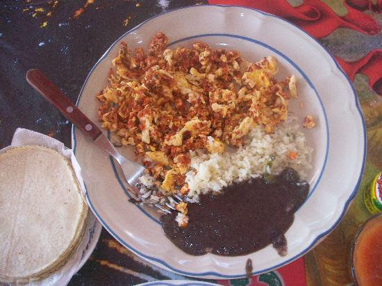 Loncheria Alexia y Geovanny: scrambled egg w/chorizo