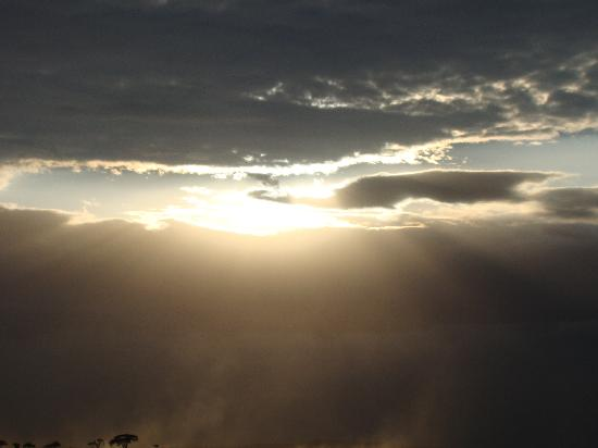 Amboseli Serena Safari Lodge: beautiful sunset.....