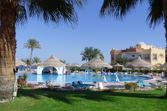 Nubian Village Hotel: piscina 2 verso la spiaggia