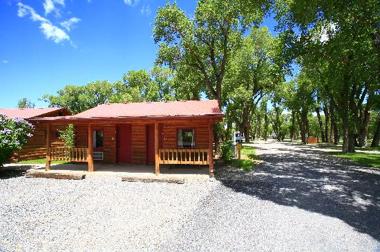 The Longhorn Ranch Lodge & RV Resort: Cabin Exterior
