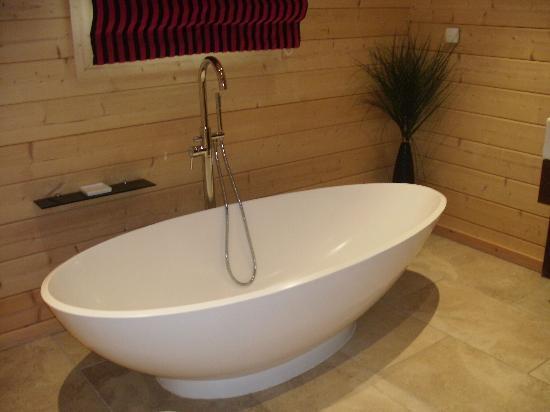 Dacre Lakeside Park: Double ended bath ,,x