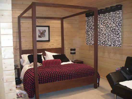Dacre Lakeside Park: Four poster bed ..x