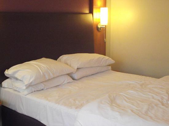 Premier Inn Birmingham South (Hall Green) Hotel: room 231
