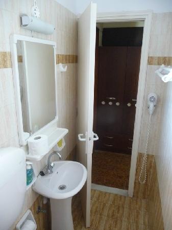 Semiramis Hotel: Baño