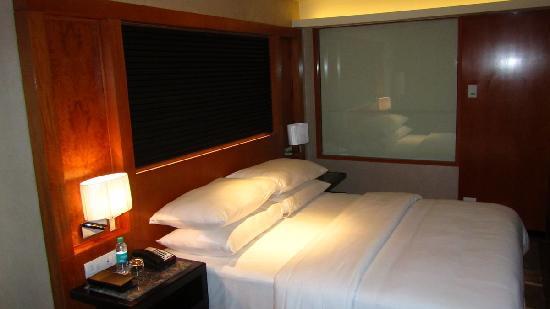 Movenpick Hotel & Spa Bangalore: Doppelbett