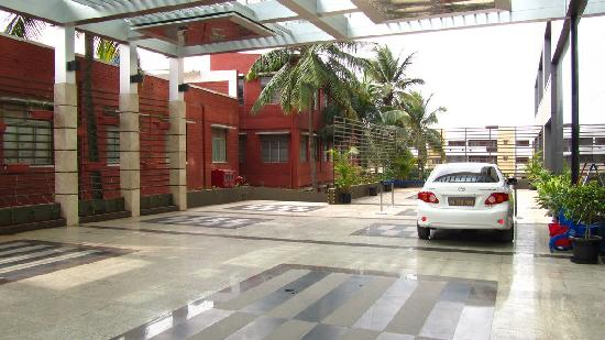 Movenpick Hotel & Spa Bangalore: Eingangsbereich