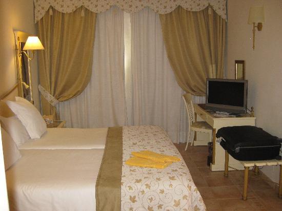 IBEROSTAR Grand Hotel Salome: Bedroom