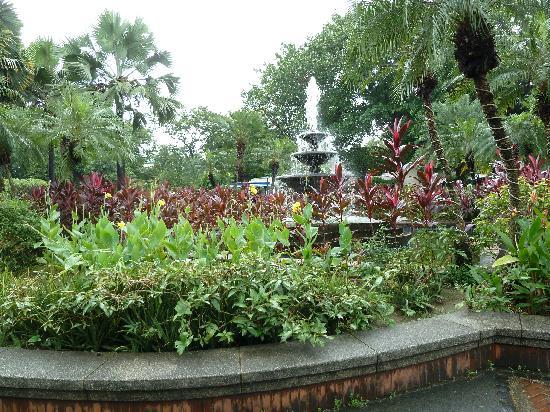 Fort Santiago: Lovely gardens.
