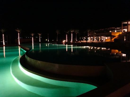 Verdura Resort : Relaxing by the pool at night