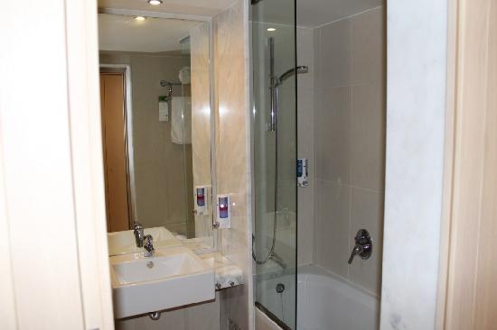 Zorbas Village and Aqua Park : Bathroom