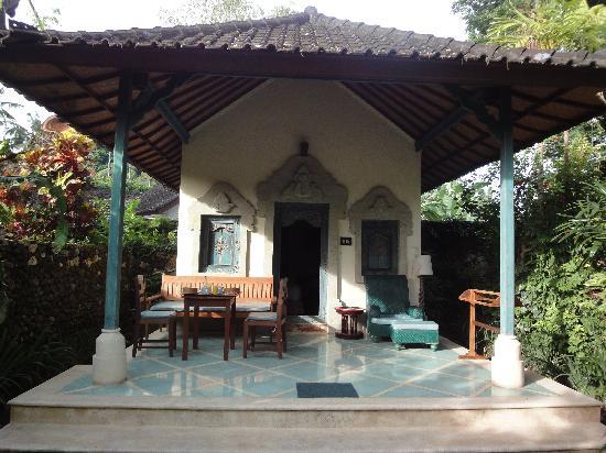 Sari Sanur Resort: Devant le bungalow