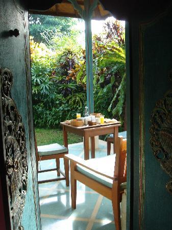 Sari Sanur Resort: Le petit déj en terrasse