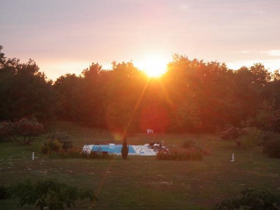 Les Bois d'Esves: Coucher de soleil depuis le balcon