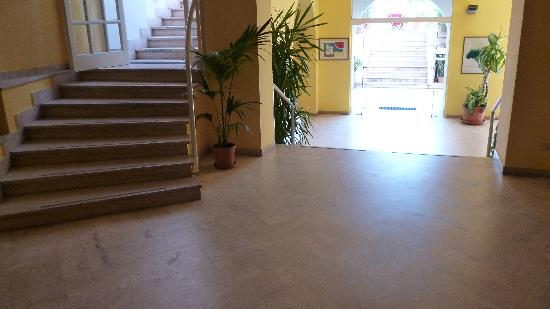 Hotel Albatros: walking problems