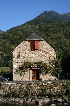 Bossost, สเปน: Restaurant El Portalet, fachada de la borda