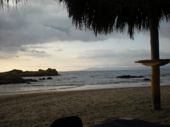 Lindo Mar Resort: The palapas