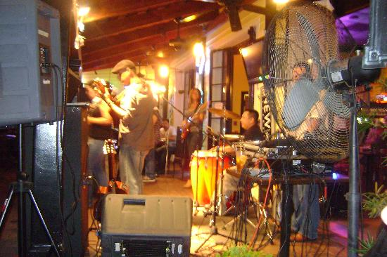 The Frenchmen Hotel: Mojito next door plays live music every night!