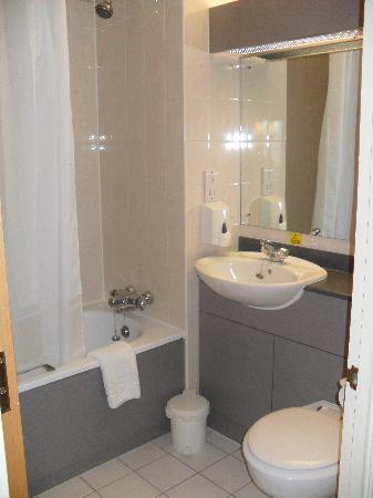 Days Inn Chester East: Bathroom