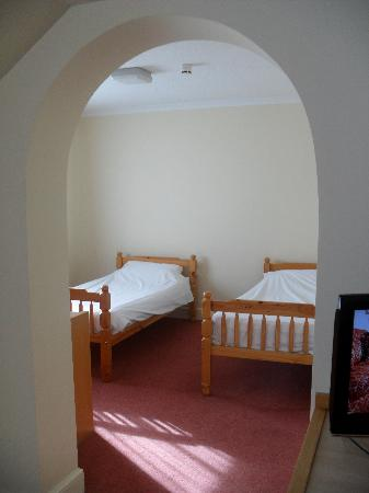 Days Inn Chester East: Archway in our Large Family Rooms (only two available - please request on booking)