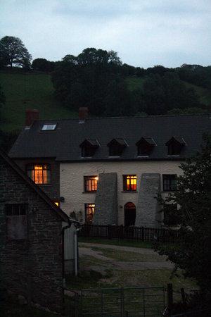 Llanerchcoedlan Farm Guest House: In the evening