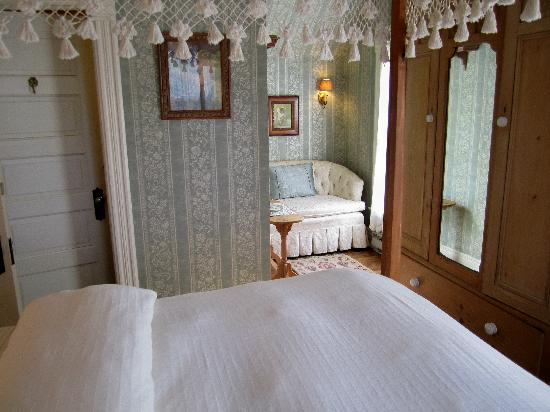 Thorp House Inn and Cottages: Reading nook