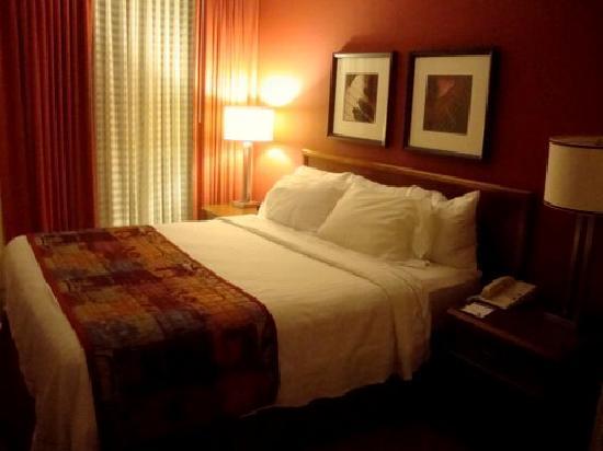 Residence Inn Hartford Downtown: Bedroom at the Residence Inn