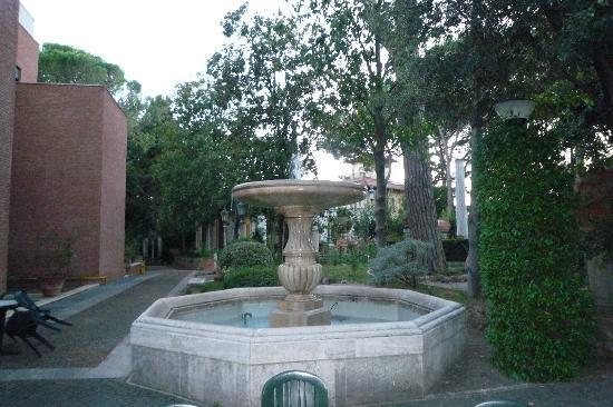 Kaire Hotel: relax in giardino