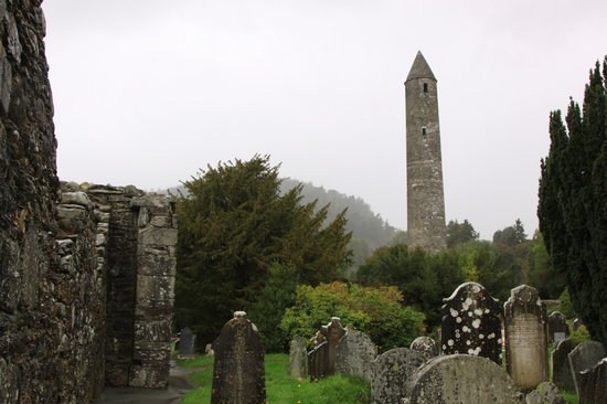 Gray Line Dublin: Glendalough round tower