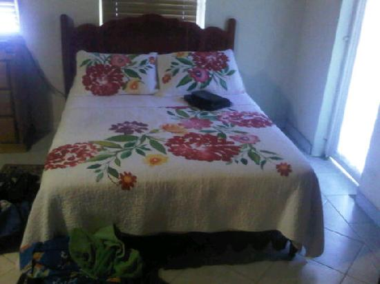 Crosswinds Villa Bed & Breakfast: Comfortable beds in each room