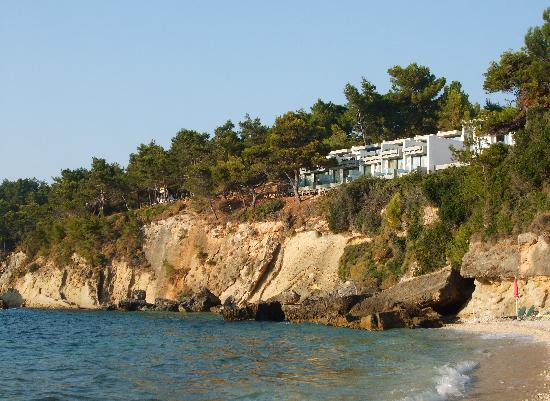 White Rocks Hotel & Bungalows: view of the hotel from the private beach