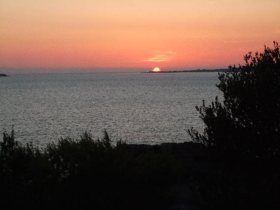 White Rocks Hotel Kefalonia: sunset from the balcony of bungalow 45