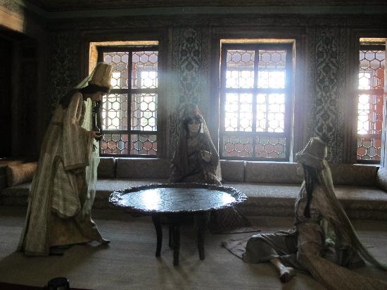 Topkapi Palace: The girls in the harem