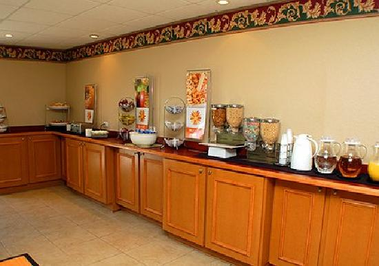 Sleep Inn & Suites Ocala - Belleview: Hotel offers free deluxe continental breakfast each and every morning.